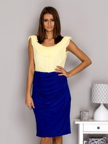 Żółto-niebieska sukienka koktajlowa z drapowanym dekoltem