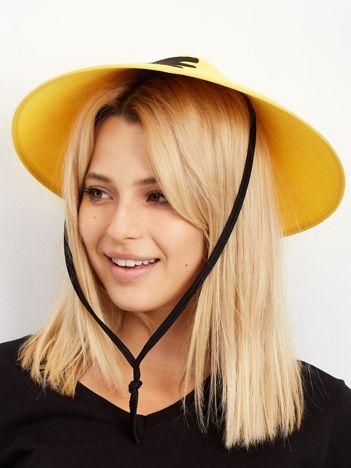 Żółty kapelusz Chińczyka