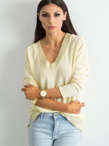 Żółty luźny sweter damski