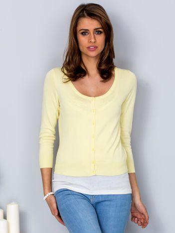 Żółty sweter damski z guzikami