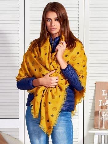 Żółty szal w kolorowe wzory