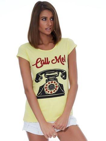 Żółty t-shirt z telefonem