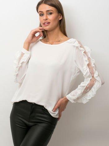 Zwiewna bluzka z ozdobną wstawką z koronki biała