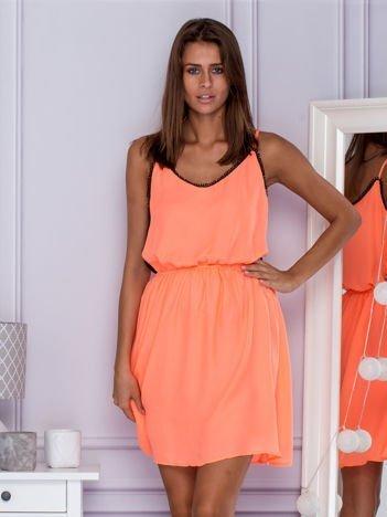 Zwiewna sukienka letnia na ramiączkach jasnopomarańczowa