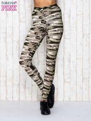 Beżowe legginsy z motywem militarnym