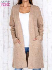 Beżowy otwarty sweter z kieszeniami z przodu