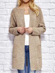Beżowy sweter z kieszeniami