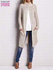 Beżowy sweter z kolorową nitką