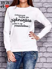Biała bluza z napisem CODZIENNIE BUDZĘ SIĘ PIĘKNIEJSZA
