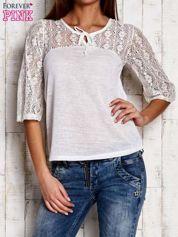 Biała bluzka z ażurowym dekoltem i rękawami