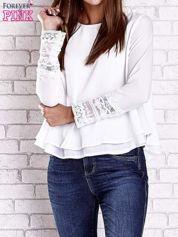 Biała bluzka z koronkowym wykończeniem rękawów