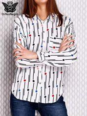 Biała koszula w geometryczny wzór