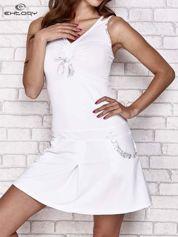 Biała sukienka sportowa z wiązaniem przy dekolcie