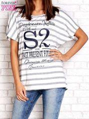 Biało-szary t-shirt w paski z napisem DAYDREAM NATION