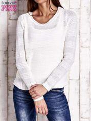 Biały dziergany sweter