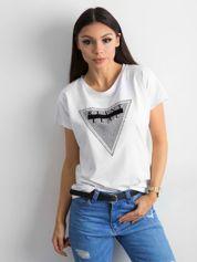 Biały t-shirt z aplikacją i wycięciem z tyłu