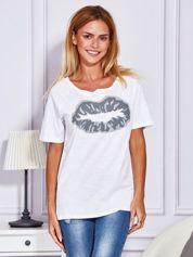Biały t-shirt z nadrukiem ust