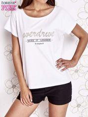 Biały t-shirt z napisem NEED IT LOUDER