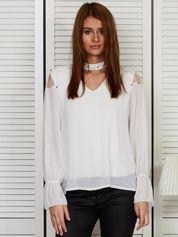 Bluzka szyfonowa z chokerem i perełkami biała