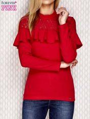 Bluzka z falbanką i koronkowym dekoltem czerwona