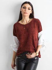 Bordowa bluzka z wiązaniami na rękawach