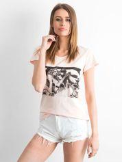 Brzoskwiniowy t-shirt z napisem GANG