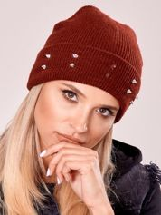 Burgundowa czapka z kolcami na mankiecie