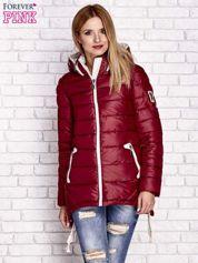 Ciemnoczerwona pikowana kurtka z kontrastowymi suwakami