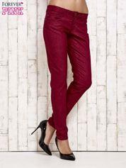Ciemnoczerwone spodnie rurki w jodełkę