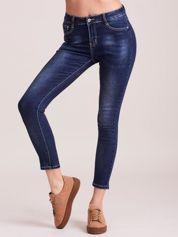Ciemnoniebieskie damskie przecierane jeansy