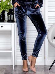 Ciemnoszare welurowe spodnie dresowe o prostym kroju