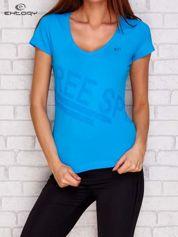 Ciemnoturkusowy t-shirt z nadrukiem liter