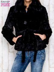 Czarna futrzana kurtka z wiązaniem
