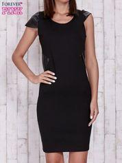 Czarna sukienka ze skórzanymi pikowanymi wstawkami