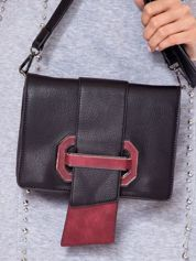 Czarna torebka na ramię z ozdobną klamrą