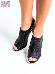 Czarne ażurowe sandały na słupku