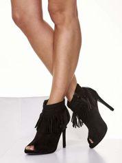 Czarne botki open toe z frędzlami w stylu boho