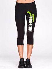 Czarne krótkie legginsy do biegania ze sportowym printem