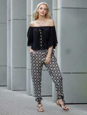 Czarne materiałowe spodnie w ornamentowe wzory