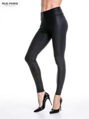 Czarne skórzane legginsy z efektem tłoczenia
