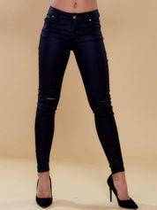 Czarne spodnie skinny z dziurami