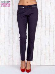 Czarne spodnie z kieszeniami na suwak
