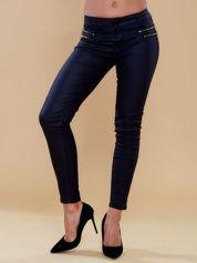 Czarne spodnie ze złotymi suwakami