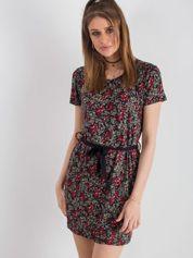 Czarno-czerwona sukienka w kwiatki