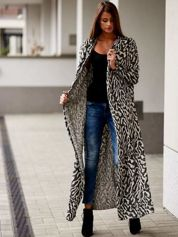 Czarny długi sweter w abstrakcyjne wzory