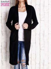 Czarny długi sweter z otwartym dekoltem