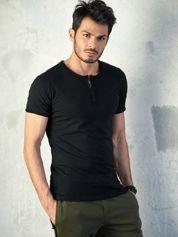 Czarny t-shirt męski z guzikami