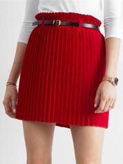 Czerwona plisowana spódnica z paskiem