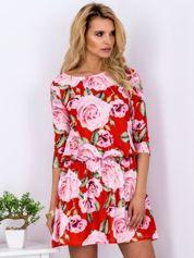 Czerwona sukienka w róże