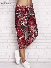 Czerwone spodnie capri z motywem floral print